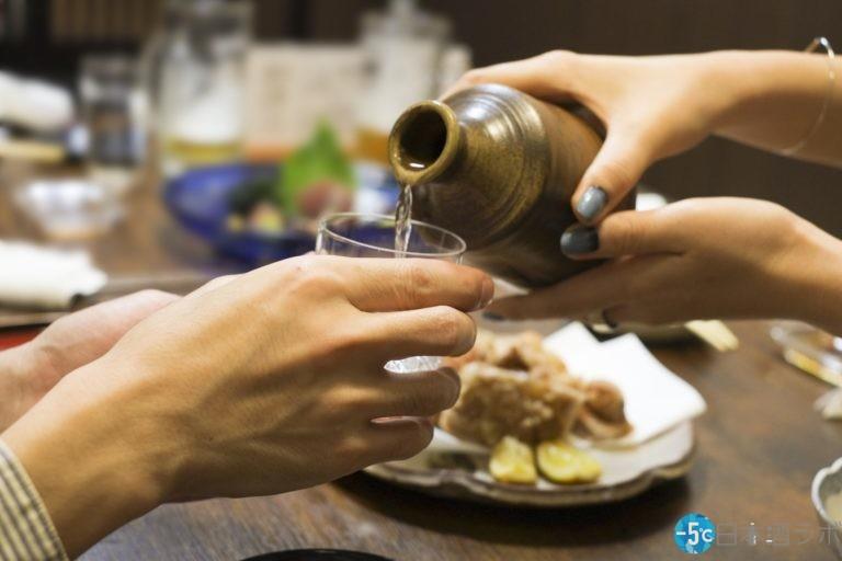 """日本酒のとっくりに関するマナー!注ぎ口から注ぐのはマナー違反""""ではありません"""""""