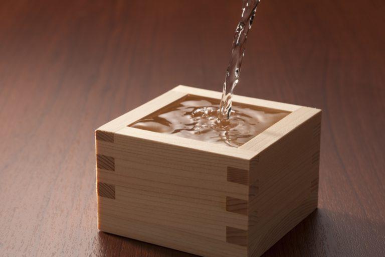 日本酒を気軽に楽しめる「角打ち」を知っていますか?