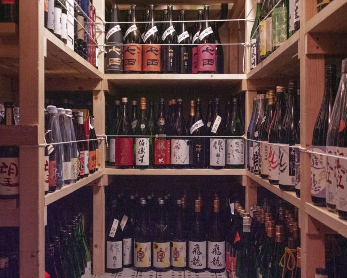 コロナ禍で在庫過多にあえぐ日本酒蔵を「輸出」で支援。マイナス5℃で飲み頃をキープし、付加価値をつけて輸出