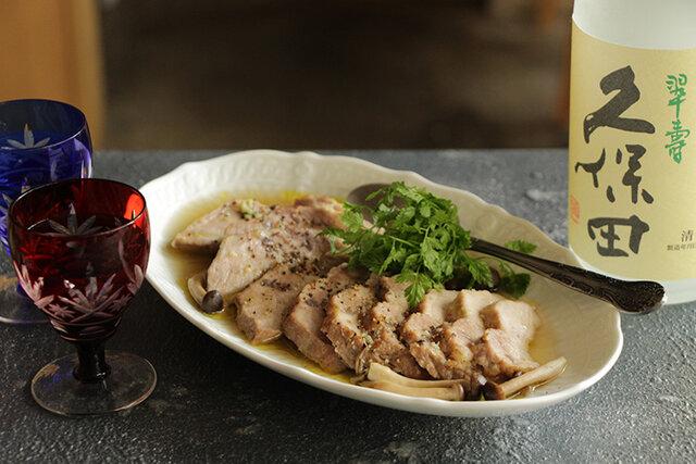 塩茹で豚のスープマリネ 黒胡椒とわさび仕立て