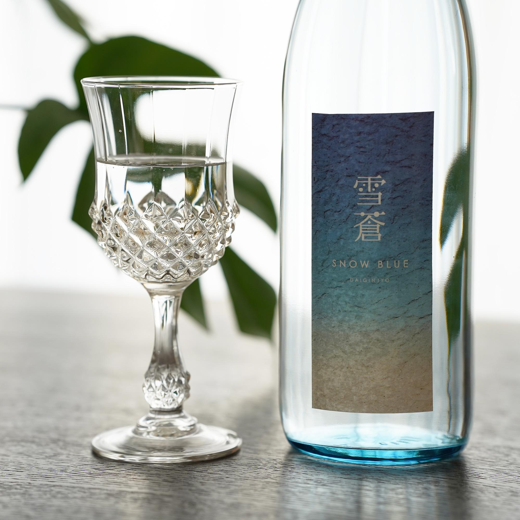 今、日本酒のこだわりブレンド酒が人気急上昇中! 日本酒ソムリエが監修したスノーブルー雪蒼 大吟醸 発売開始