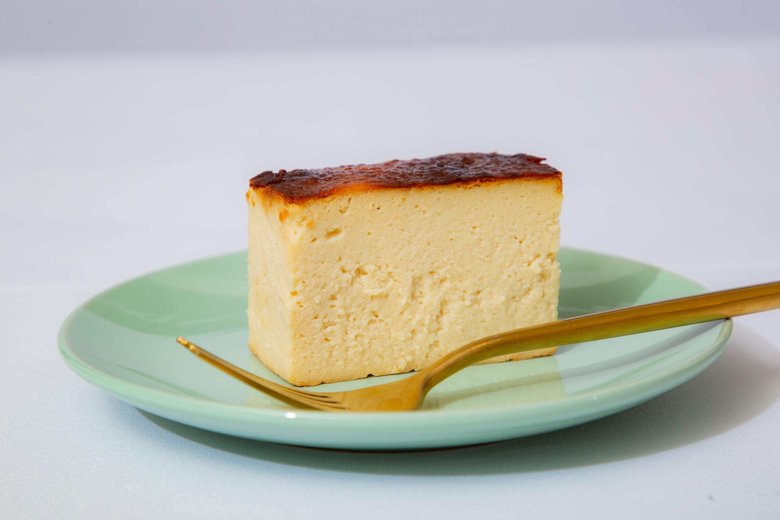 北海道の酒粕を使用し、低糖質な日本酒チーズケーキを開発する「&CHEESE SAKE」プロジェクトをMakuakeで開始