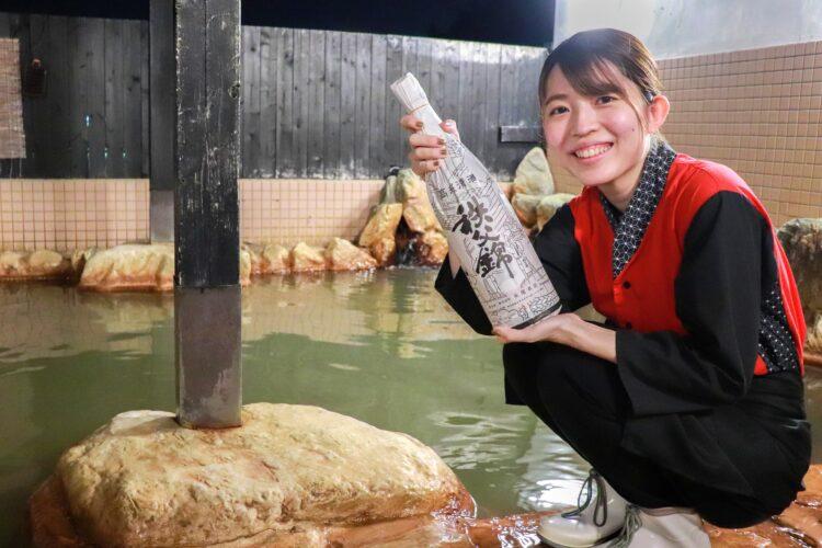 10/10「銭湯の日」に合わせて、温泉道場の温浴施設が地元酒蔵の日本酒を使った日本酒風呂を実施